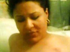 یک زن سیاه و فیلم سکسی دوبله شده سفید می کشد از ساقه سفید است که از دیوار می آید